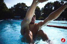 Mit den Trainingsgeräten Schwimmen gestalten Sie Ihr Schwimmtraining effektiver: Trainieren Sie nach modernen Trainingsmethoden im Schwimmsport und verbessern Sie Schwimmtechnik, Geschwindigkeit und Ausdauer, um im Wettkampf entscheidend zu punkten. Stöbern Sie bei Sport-Thieme nach den neusten Trainingsgeräten im Schwimmsport.