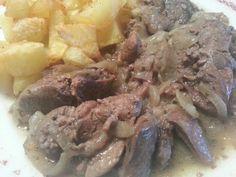 Brunch dominical: higaditos encebollados con patatas fritas con ajito
