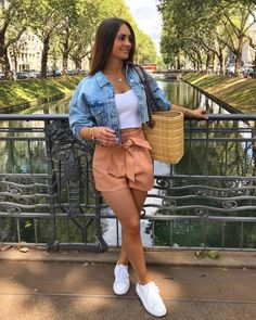 Cmo usar baggy shorts antes de que te alcance el fro 20 casual spring outfits women you ll copy this season Girly Outfits, Cute Summer Outfits, Casual Summer Outfits, Short Outfits, Stylish Outfits, Spring Outfits, Cool Outfits, Denim Outfits, Summer Shorts