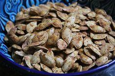 Pečená čerstvá semínka z dýní a cuket Almond, Stuffed Mushrooms, Vegetables, Food, Stuff Mushrooms, Essen, Almond Joy, Vegetable Recipes, Meals