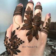 Latest Simple and Easy Mehandi Design Mehandi Design for Wedding Khafif Mehndi Design, Stylish Mehndi Designs, Mehndi Design Pictures, Mehndi Art Designs, Beautiful Mehndi Design, Latest Mehndi Designs, Henna Tattoo Designs, Mehndi Images, Choli Designs