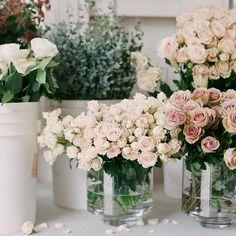 Buckets of flowers always make me happy. #flowerwildworkshops @corbingurkin