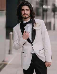 We're All About the Modern Monochrome in this Wintry Wedding Inspiration Casual Wedding Suit, Best Wedding Suits, Casual Grooms, Wedding Men, Wedding Tuxedos, Circus Wedding, Summer Wedding, Dream Wedding, Green Tux