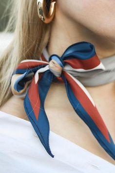 Ways To Wear A Scarf, How To Wear Scarves, Tie A Scarf, Scarf On Bag, Fashion Mode, Fashion Tips, Color Fashion, Urban Fashion, Parisian Chic Style