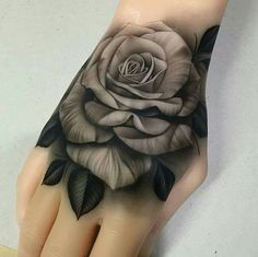 rose schwarz wei hand tattoo tattoos pinterest blumen tattoo arm blumen tattoo und weiss. Black Bedroom Furniture Sets. Home Design Ideas