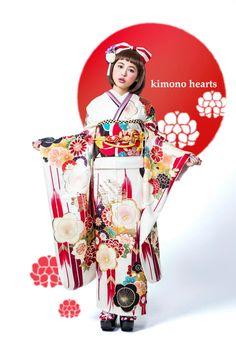 kimono hearts kyoto      betsu-kura Traditional Japanese Art, Traditional Kimono, Traditional Fashion, Traditional Dresses, Furisode Kimono, Kimono Fabric, Modern Kimono, Summer Kimono, Kimono Pattern