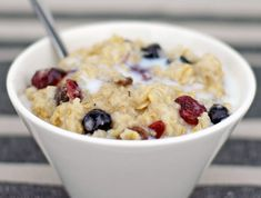Creamy Microwave Oatmeal Recipe - better cooked on the stove:) Healthy Oatmeal Breakfast, Breakfast Time, Breakfast Recipes, Microwave Oatmeal, Cooking Oatmeal, Microwave Meals, College Meals, Oatmeal Recipes, Quick Meals