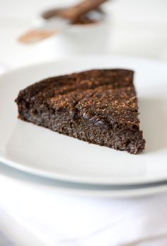 Fudgy Gluten Free Chocolate Cake from Minimalist Baker. So super rich, fudgy and decadent that it's hard to believe it's also healthy, too! Sub vegan liquid sweetener of choice for honey.