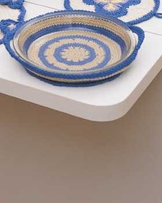 Crocheted pie plate holder: free pattern
