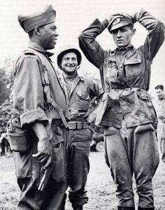1944, France, Un soldat noir des troupes coloniales françaises devant un officier allemand POW - pin by Paolo Marzioli