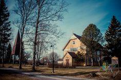 Vaskion kirkko Vaskiolla sijaitsee yksi harvoista yksityisen kannatusyhdistyksen omistamista kirkoista. Vaskion oma kyläkuntalaisten 1700 luvun lopulla rakentama saarnashuone kävi huonokuntoiseksi ja vuonna 1906 perustettu Vaskion rukoushuoneyhdistys rakennutti uuden vuonna 1908 Kuttilan kansakoulun viereen. Rukoushuone vihittiin kirkoksi Marian päivänä vuonna 1959 ja kellotapuli rakennettiin vuonna 1967. http://www.salonsydan.fi/Salo/kirkot/vaskion-kirkko/ #salo #visitsalo