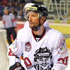 hviezdy-slovenskeho-hokeja-si-uctili-pamiatku-miroslava-hlinku-3-225x225.jpg (225×225)