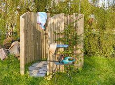 Selbst gebaute Outdoor-Gartendusche | Gartendusche | Wenn im Juli und August das Thermometer über 30 Grad klettert, ist es im heimischen Garten an einem schattigen Platz oder im bequemen Liegestuhl am angenehmsten. Doch trotzdem sehnt man sich bei hochsommerlichen Temperaturen nach nichts mehr als nach einer kühlen Erfrischung. Eine selbst gebaute Dusche in Ihrem eigenen Garten ist die ideale Möglichkeit, sich sofort an Ort und Stelle abzukühlen und die Kombination aus warmen Sonnenstrahlen…