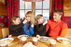 Grasjochhütte - die wundervoll gelegene Grasjochhütte ist für eine entspannende Pause ideal geeignet. Das Restaurant mit seiner herrlichen Sonnenterrasse und Schirmbar, bietet einen spektakulären Blick auf die traumhafte Bergwelt der Silvretta Montafon. Die Grasjochhütte befindet sich bei der Bergstation der neuen Grasjoch Bahn. #silvrettamontafon #genießen #kulinarik Pause, Restaurant, Bahn, Winter, Diner Restaurant, Restaurants, Supper Club, Dining Room, Winter Fashion