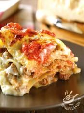 Lasagne cheese and sausage - use fresh mozzarella instead of stracchino Italian Cookie Recipes, Gourmet Recipes, Cooking Recipes, Crepes, Ricotta, Weird Food, Gnocchi, I Love Food, Pasta Recipes