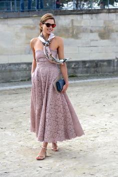 Jessica Hart in Valentino. The super model was breath-taking at Jardin des Tuileries in September swearing a delicate Valentino gown. The lace was feminine and romantic, with a touch of baroque reminiscence. Everything was well- balanced, from the clutch to the scarf to the flat sandals.