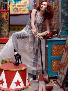 Karen Elson fotografada por Steven Meisel. Vogue Itália - 2007