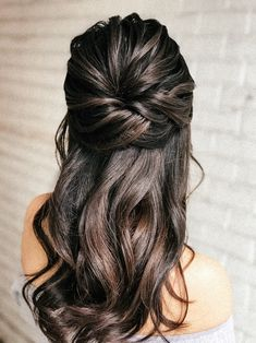 Bridal hairstyle on long hair, here is a half up half down. Half Up Wedding Hair, Wedding Hairstyles For Long Hair, Bride Hairstyles, Bridesmaid Hairstyles Half Up Half Down, Half Up Half Down Bridal Hair, Bridesmaid Hair Half Up Long, Hairdo Half Up, Hair For Bridesmaids, Long Hair Bridal Hairstyles