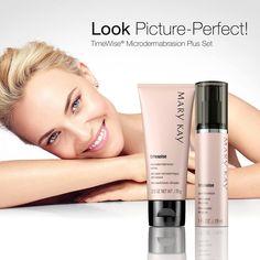 Med TimeWise® Microdermabrasion Plus Set får du en omedelbar hudförbättring i två steg. Microdermabrasion Refine avlägsnar döda hudceller och förbereder huden för nästa steg, Pore Minimizer, ett serum som reducerar det synliga intrycket av porer. Detta set förbättrar dramatiskt hudens kvalitet och får den att se strålande ut. Efter endast en användning blir fina linjer omedelbart mindre märkbara och porerna synbart mindre. Passar alla hudtyper och hudtoner.