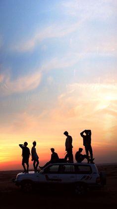 Alles Gute zum Debüt-Jubiläum BTS These is giving me goosebumps but oh well Foto Bts, Wallpaper B, Wallpaper Computer, Bts Taehyung, Bts Bangtan Boy, Bts Jimin, Kpop, Photowall Ideas, Bts Group Photos