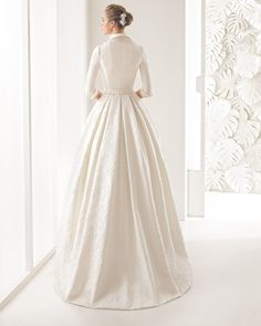 Nefer vestido de brocado de seda.