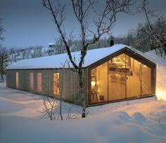 Minimalista refugio de montaña en Noruega by Reiulf Ramstad Architects http://icono-interiorismo.blogspot.com.es/2015/02/minimalista-refugio-de-montana-en.html