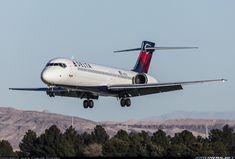 Delta Air Lines Boeing 717-2BD N717JL on short final approach to Las Vegas-McCarran International, December 2016. (Photo: Juan Carlos Guerra)