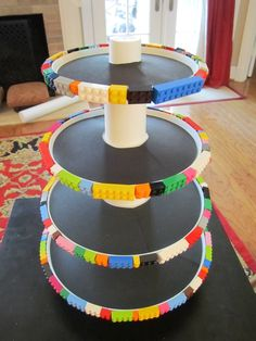 Planning a lego party? This a cool and very effective DIY idea for a cake stand.