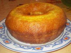 Lanche/Doce - Bolo de laranja de liquidificador - I put 1 cup of orange juice in the batter and orange skin of 1 orange, for the calda I put cup of sugar and juice of 2 oranges Pear Recipes, Sweet Recipes, Cake Recipes, Portuguese Desserts, Portuguese Recipes, Brazilian Dishes, Pear Cake, Savoury Cake, Homemade Cakes