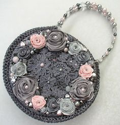 "Сумочка ""На счастье!"". авторская работа Светланы Трегуб Crotchet Bags, Knitted Bags, Handmade Flowers, Handmade Bags, Jeweled Headband, Denim Handbags, Baby Pearls, Floral Clutches, Diy Handbag"