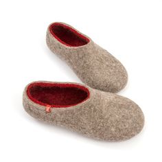 wooppers_DUAL NATURAL crimson_felted slippers in natural mountain sheep wool.