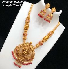 Temple Necklace with Gold Matte Finish – Necklace 2020 Gold Jhumka Earrings, Diamond Choker Necklace, Diamond Cross Necklaces, Pearl Necklace, Gold Jewelry Simple, Gold Jewellery Design, Schmuck Design, Necklace Designs, Bridal Jewelry
