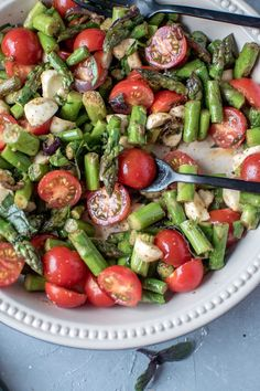 Caprese Salad with Roasted Asparagus: Hearty Spring Happiness ⋆ Crispy Tub Recipes Method methods chart methods cheat sheets methods lesson Cooking Salade Caprese, Salad Recipes, Healthy Recipes, Sandwich Recipes, How To Grill Steak, Pesto Pasta, Clean Eating, Veggies, Food And Drink