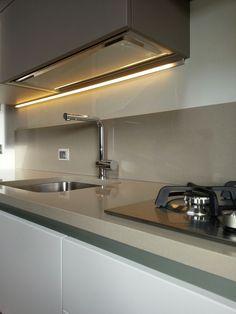 illuminazione led sotto pensile cucina realizzata della misura desiderata con profilo a 45 per