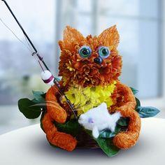 Кот-рыбак из живых цветов)