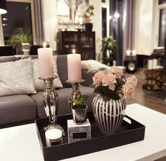 Me gusta veces, 45 comentarios - Mona Theres / Gefällt mir Mal, 45 Kommentare – Mona Therese Influencer (@ über Como veces, 45 comentarios – Mona Therese Influencer (@ sobre, gusta de influencia # # Comentarios Tray Decor, Decoration Table, Table Centerpieces, Coffee Table Styling, Decorating Coffee Tables, Table Decor Living Room, Bedroom Decor, Deco Table, Home Remodeling