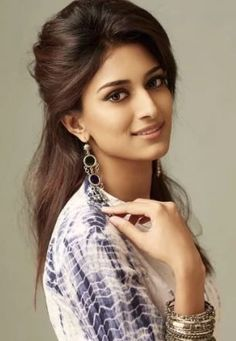 Erica Fernandes is a well known daily soap actor. She has won a famous beauty pageant too. She is very popular for several roles in films too. Beautiful Girl Photo, Beautiful Girl Indian, Most Beautiful Indian Actress, Prettiest Actresses, Beautiful Actresses, Beauty Full Girl, Beauty Women, Erica Fernandes, Stylish Girl Images