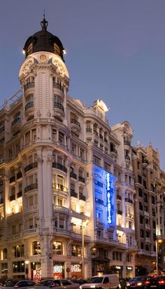 A classic hotel set in an ornate building dating to 1923, on the Gran Vía in the heart of Madrid.