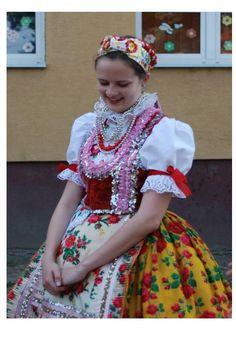 Spectacular Hungarian traditional folk costume of Doroslovo (Doroszló) Vojvodina, Serbia. Folk Costume, Costumes, Art Populaire, Folk Dance, Interesting Faces, Folklore, Traditional Outfits, Marie, Harajuku