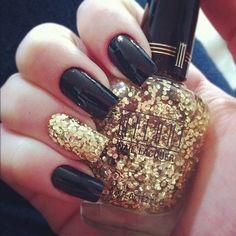 Extravaganter Nagellack - Glamour pur! Schwarz mit Goldenem Glitzer  | Luxury Photography - KouraJewels