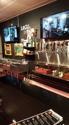 Pig Pounder Brewery - Bars & Clubs - Taste and experience to choose from a large variety of authentic breweries at the Pig Pounder Brewery