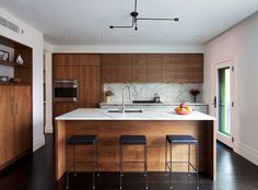 45 Dream Kitchen Remodel Pictures - Home Dreamy Kitchen On A Budget, Home Decor Kitchen, Elegant Kitchens, Cool Kitchens, Updated Kitchen, New Kitchen, Kitchen Island, Kitchen Remodel Pictures, Mid Century Modern Kitchen