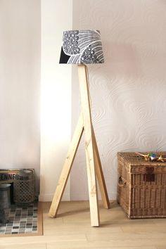 Lampadaire trépied en bois noir H 160 cm LEANDRO
