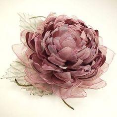 How To Crochet Slipper Socks Fabric Flower Brooch, Organza Flowers, Cloth Flowers, Diy Flowers, Vintage Flowers, Fabric Flowers, Paper Flowers, Ribbon Art, Diy Décoration
