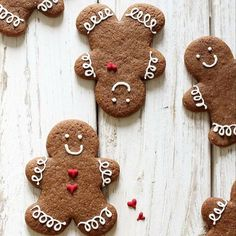 Wonderful gingerbread biscuits to give a touch of christmas to your table! Christmas Gingerbread, Christmas Sweets, Christmas Cooking, Noel Christmas, Christmas Goodies, Winter Christmas, All Things Christmas, Christmas Crafts, Christmas Decorations