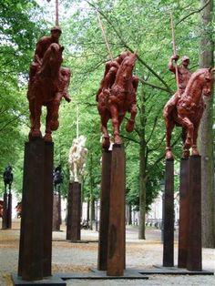Work by Javier Marin at the The Hague Sculpture 2009 Javier Rodriguez Borgio aparecerá en la cuarta temporada de The Walking Dead
