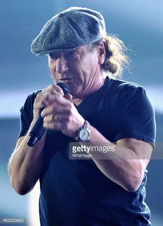 News Photo : Singer Brian Johnson of AC DC performs onstage...