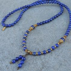 Beautiful piece, with 108 beads, made with Lapis Lazuli gemstones. It will wrap as a bracelet (its made with hitec elastic), and doubles as a mid length necklace. Lapis Lazuli encourages self-awaren Diamond Necklace Set, Gold Choker Necklace, Crystal Choker, Gemstone Necklace, Metal Jewelry, Boho Jewelry, Jewellery, Bijoux Lapis Lazuli, Beaded Jewelry Patterns