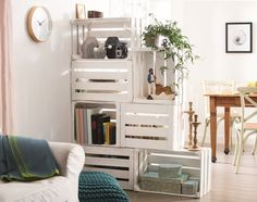 10 Ways to Turn Wooden Crates Into Cool Furniture - Coziness through Sight . - 10 Ways to Turn Wooden Crates Into Cool Furniture – Comfort through privacy, usable from both sid - Old Wooden Crates, Wooden Boxes, Wooden Benches, Wooden Pallets, Room Divider Diy, Room Dividers, Wooden Crate Room Divider, Wooden Room, Room Divider Shelves