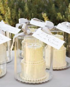 9 Mini Wedding Favors That Your Wedding Guests Will Go Crazy For: Mini Wedding Cakes Home Wedding, Formal Wedding, Wedding Gifts, Spring Wedding, Garden Wedding, Wedding App, Wedding Table, Diy Wedding, Wedding Venues